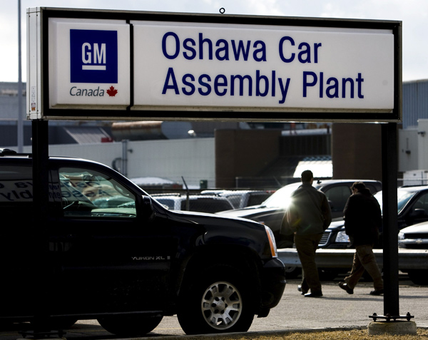 gm cutting 1 000 jobs from its oshawa manufacturing operations